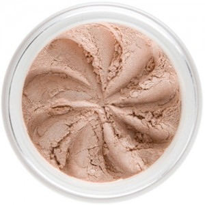 Pink-beige shimmer in a natural loose mineral powder formulation