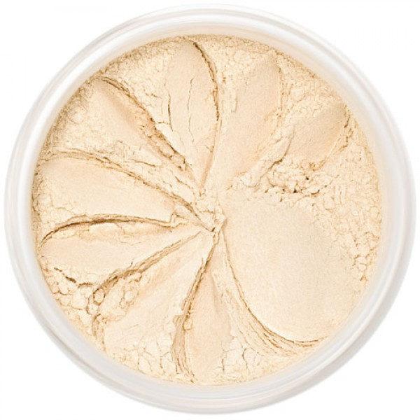 Illuminating shimmer suitable for all skin tones.