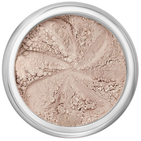 Demi-matte nude beige in a natural loose mineral powder formulation.
