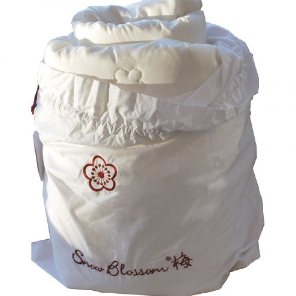 Your silk quilt comes beautifully presented in its own silk storage bag