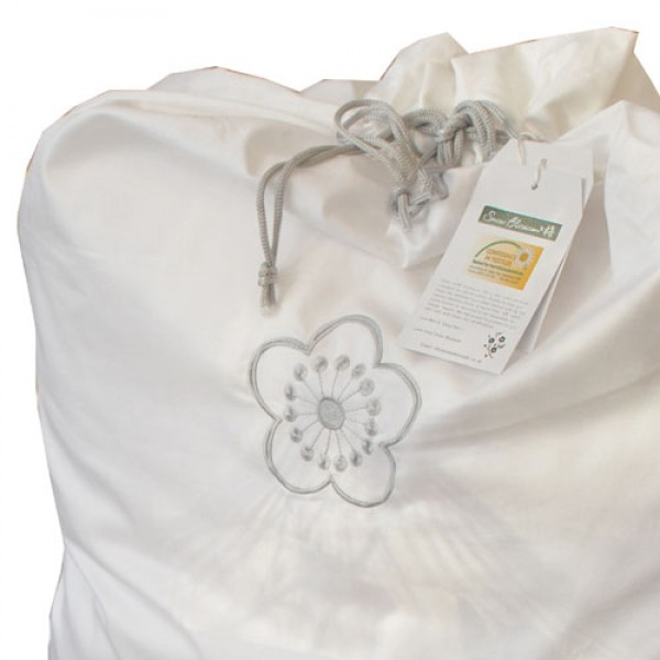 Your silk quilt comes beautifully presented in its own cotton storage bag