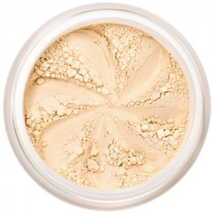 Matte cream-beige, the perfect base shade in a natural loose mineral powder formulation