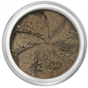 Demi-matte fawn brown with golden undertones in a natural loose mineral powder formulation.