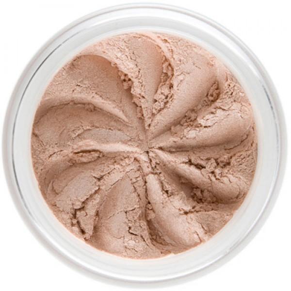 Pink-beige shimmer in a natural loose mineral powder formulation