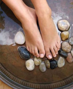 Treat your feet to a super easy but oh so effective home pedicure  >>